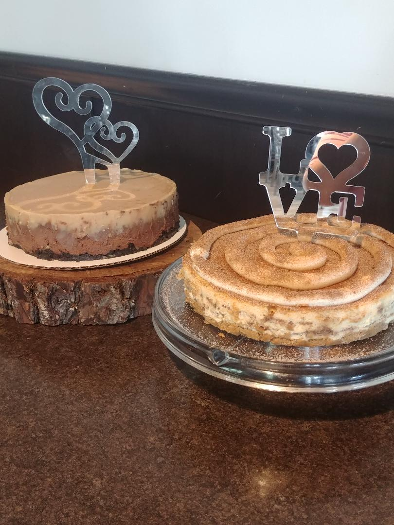 Chocolate cheesecake with Peantbutter Ganache and Cinnamon Roll Cheesecake