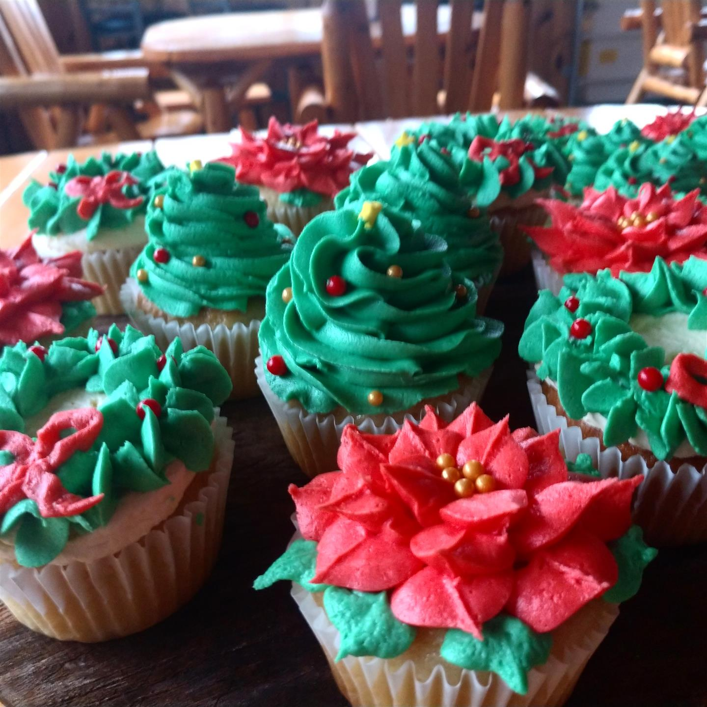 holiday cup cakes
