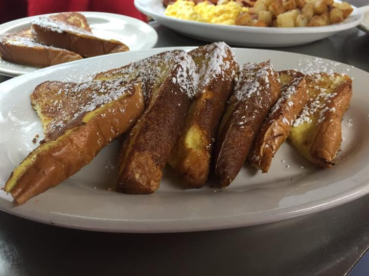 six pieces of french toast with powered sugar