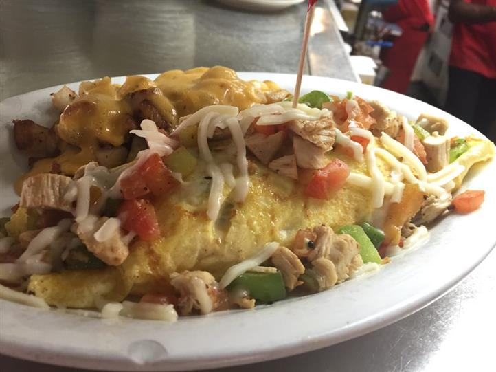 omelete with cheese, tomato, and chicken