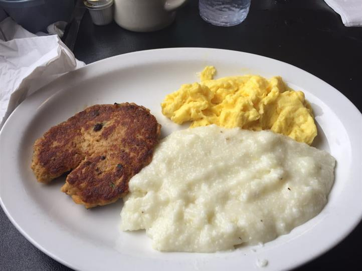 Scrambled eggs served with puree and a patty