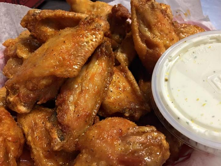 wings with dipping sauce