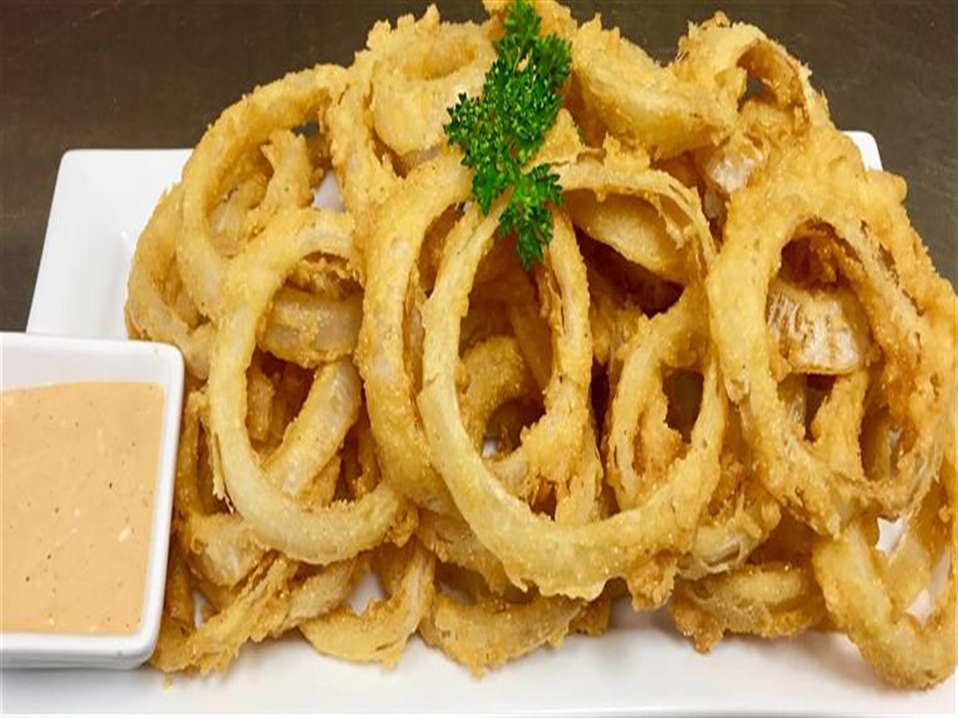 onion rings with dipping sauce