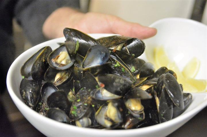 mussels in a bowl