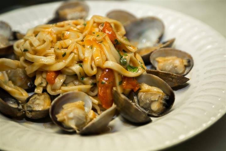 pasta with clams and tomato