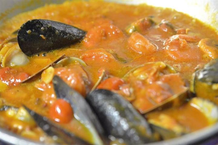 mussels and shrimp in a stew mixture