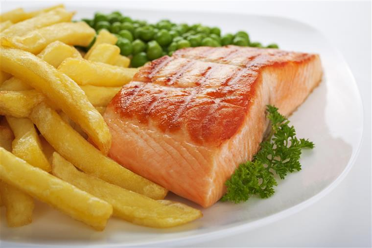 grilled salmon with english peas and french fries