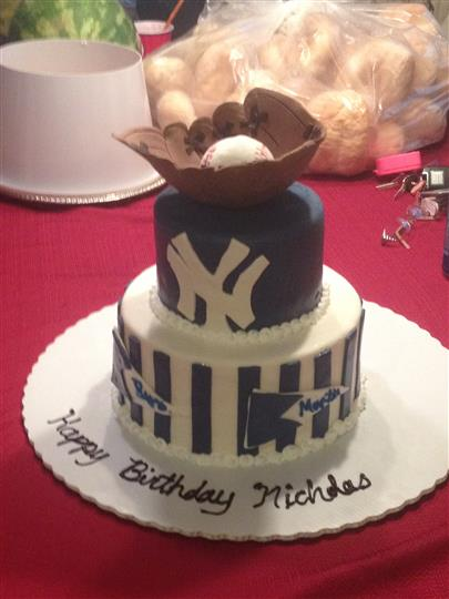 new york yankees cake with baseball and glove